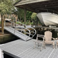 Fixed handrail gangway to dock